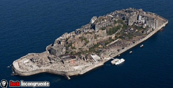 Titans attack on Hashima Island