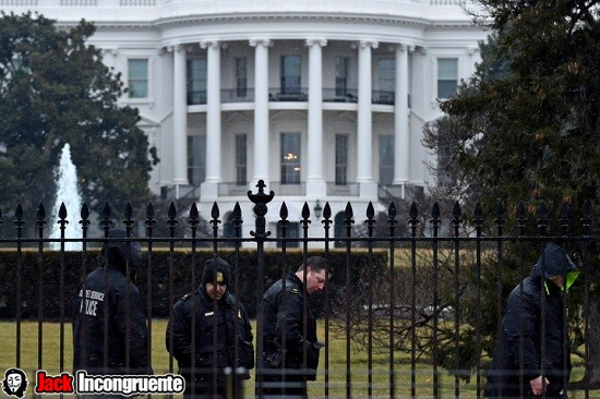 White House Secret Service officers drone 2015